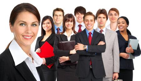 Grote groep van jonge lachende mensen uit het bedrijfsleven. Over witte achtergrond