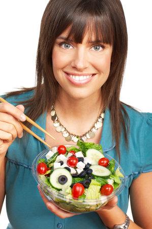 potherbs: Joven sonriente mujer con frutas y verduras. M�s de fondo blanco