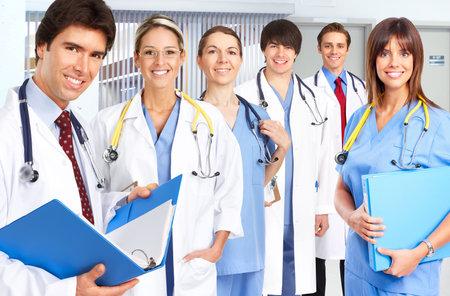 stethoscopes 웃는 의료 사람들과. 의사와 간호사 스톡 콘텐츠
