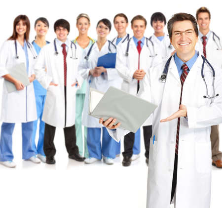 m�decins: Souriant m�dical des personnes ayant st�thoscopes. Les m�decins et les infirmi�res sur fond blanc