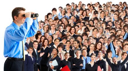 �resource: hombre de negocios con binoculares mirando la gente de negocios