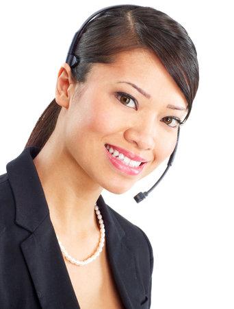 Mooie call center operator met hoofdtelefoon. Over witte achtergrond