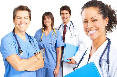 laboratorio clinico: M�dica de personas sonriendo con estetoscopios. M�dicos y enfermeras sobre fondo blanco Foto de archivo