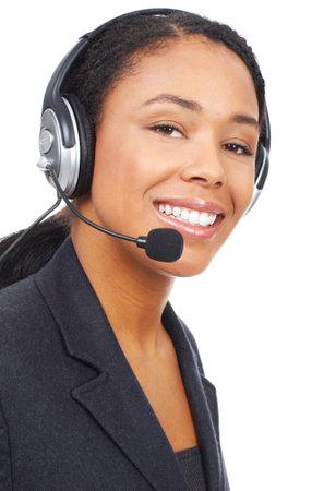 ヘッドセットとのかなりのビジネス女性の笑みを浮かべてください。白い背景の上