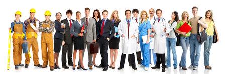 personal medico: Gran grupo de personas sonrientes trabajadores. M�s de fondo blanco
