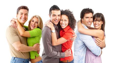 parejas enamoradas: Sonriendo feliz pareja en el amor. M�s de fondo blanco