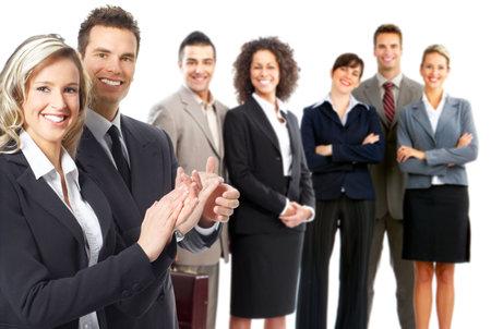 werk: groep van jonge lachende mensen uit het bedrijfsleven. Over witte achtergrond