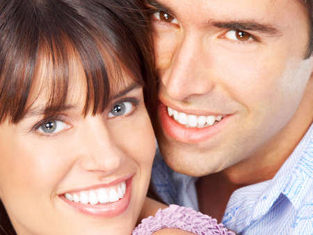 Happy lachende paar in liefde. Over witte achtergrond Stockfoto - 5493379