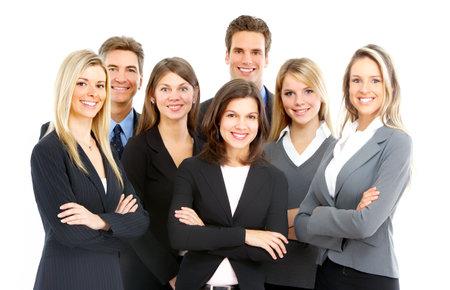 Grupo grande de jóvenes hombres de negocios sonreír. Sobre fondo blanco
