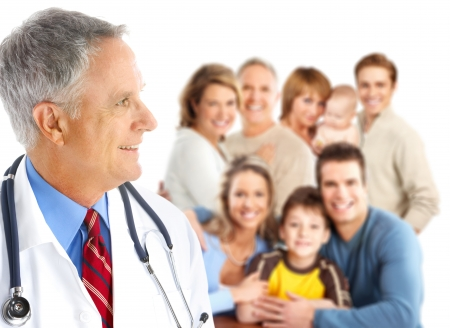 家族医師と大きな家族の笑みを浮かべてください。白い背景の上