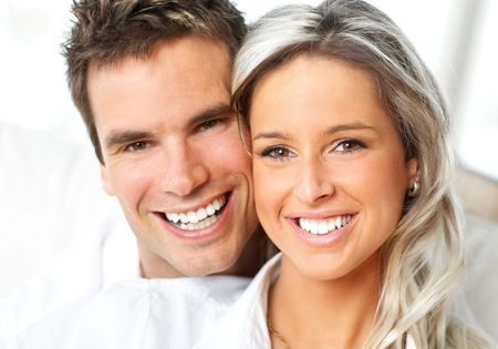 Young love couple smiling at home Zdjęcie Seryjne