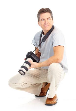 Knappe man met foto camera. Geïsoleerd op witte achtergrond