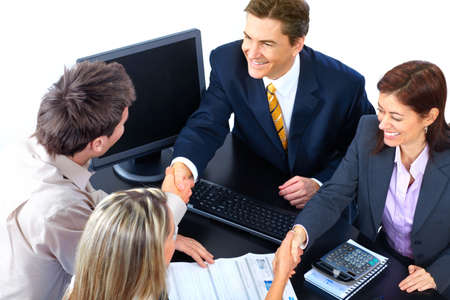 オフィスで働くビジネス人チームの笑みを浮かべてください。