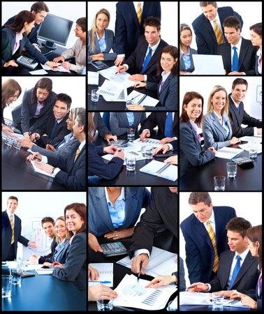 �quipe de personnes affaires souriant au Bureau  Banque d'images
