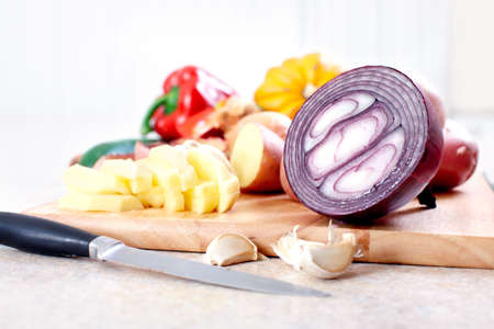 Kitchen, vegetables, cooking, potato, knife, cutting board, table   Imagens