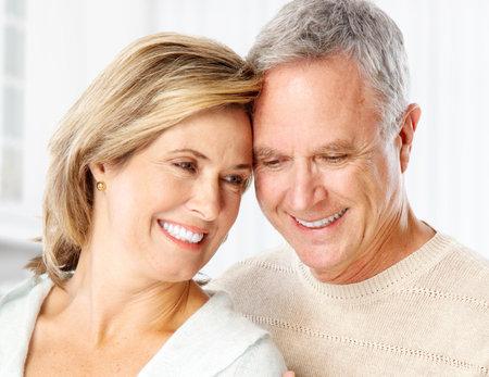Senior pareja sonriente y feliz en casa Foto de archivo - 6459127