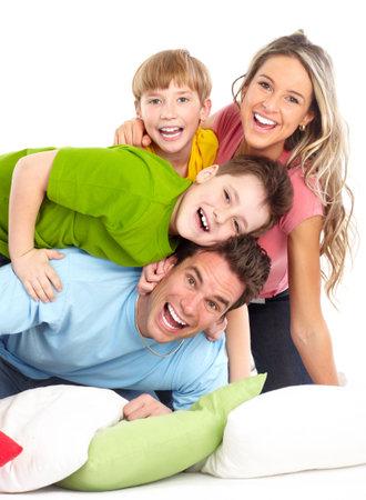 healthy teeth: Familia feliz. Padre, madre y los ni�os. Sobre fondo blanco