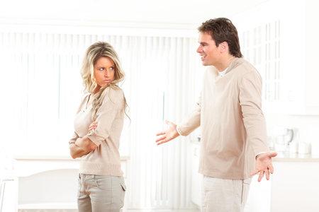 argument: Boos paar thuis. Echtscheiding