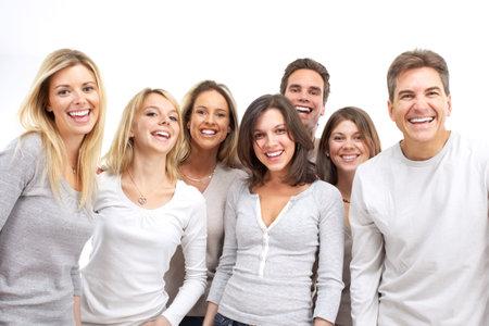 ni�as sonriendo: Feliz gente divertida. Aislados sobre fondo blanco