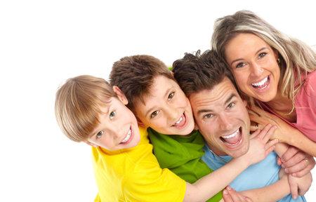 dentisterie: Famille heureuse. Père, mère et enfants. Sur fond blanc