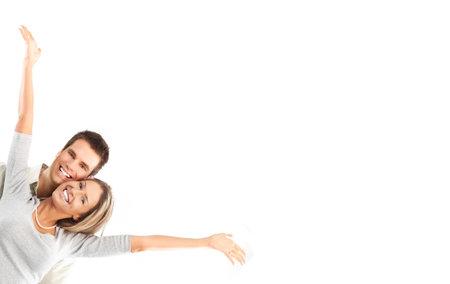 femme romantique: Happy souriant couple amoureux. Sur fond blanc