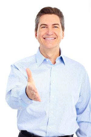 웃는 잘 생긴 사업가. 흰색 배경 위에 절연