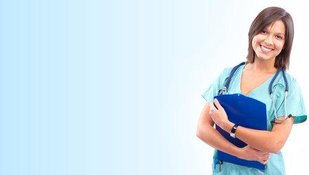 pielęgniarki: UÅ›miechniÄ™ta lekarz z Stetoskop. Nad niebieskim tÅ'em Zdjęcie Seryjne