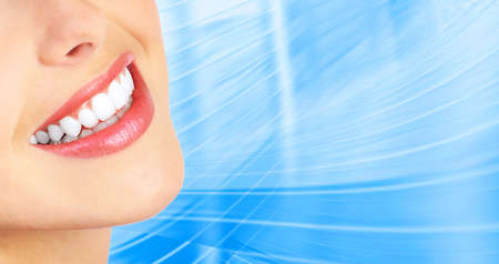 zuby: Beautiful young woman teeth. Over  blue background