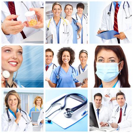 聴診器を持ち歩かなく医師笑みを浮かべてください。 写真素材 - 7447179