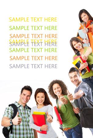 Grupo de estudiantes sonrientes. Aislados sobre fondo blanco  Foto de archivo - 7552763