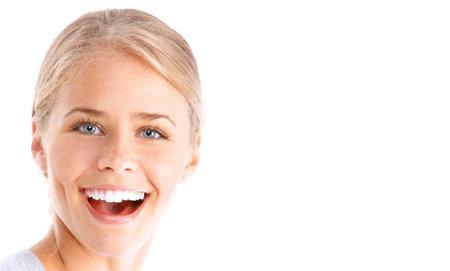 Belle jeune femme souriant. Isolé sur fond blanc  Banque d'images - 7607095
