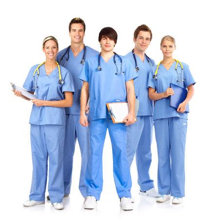 doctor verpleegster: Lachend artsen met stethoscopen. Geïsoleerd op witte achtergrond