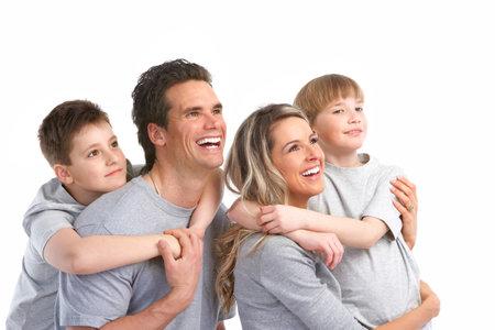 familia saludable: Familia feliz. Padre, madre y los ni�os. Sobre fondo blanco
