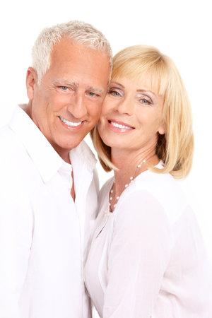 Las personas de edad feliz pareja de enamorados. Dientes sanos. Aislados sobre fondo blanco  Foto de archivo - 7702591