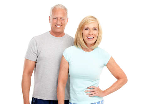 mujeres ancianas: Gimnasio & fitness. Pareja de ancianos trabajando una sonrisa. Aislados sobre fondo blanco