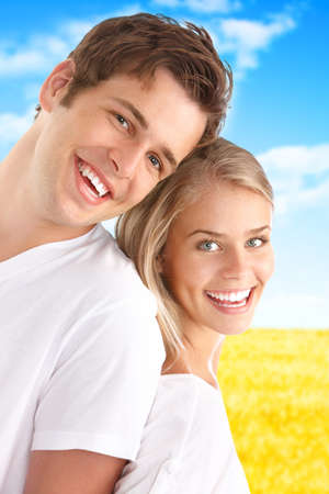 Young love couple smiling under blue sky Imagens