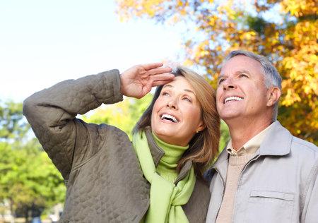 Gelukkig oudere senioren paar in park