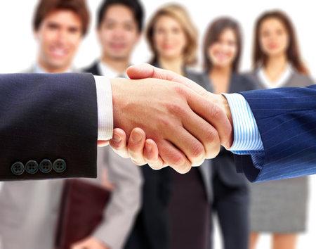 Glimlachende zaken mensen en bedrijfs shake