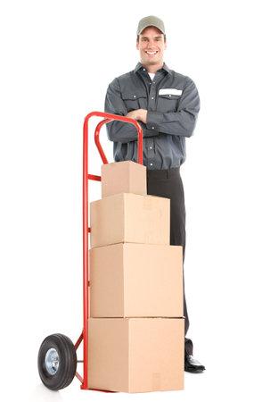 dolly: Operaio di consegna con camion di mano. Isolato su sfondo bianco