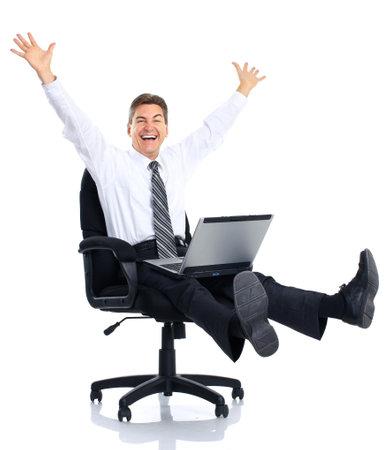 Succesvolle zaken man met laptop werkt. Op witte achtergrond