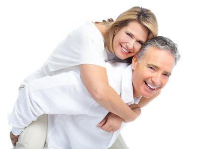 Senioren paar in de liefde. Geïsoleerd op witte achtergrond Stockfoto - 8678583