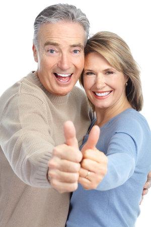prendre sa retraite: Couple de personnes �g�es en amour. Isol� sur fond blanc  Banque d'images