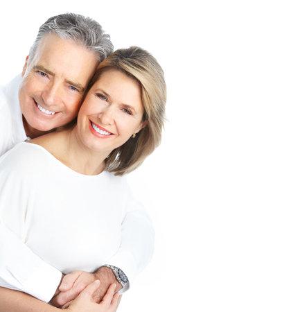 mujeres ancianas: Las personas de edad pareja de enamorados. Aislados sobre fondo blanco