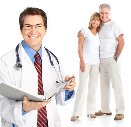Smiling medical doctor with stethoscope and elderly couple Imagens