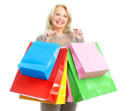 filles shopping: Femme �g�e happy shopping. Isol� sur fond blanc