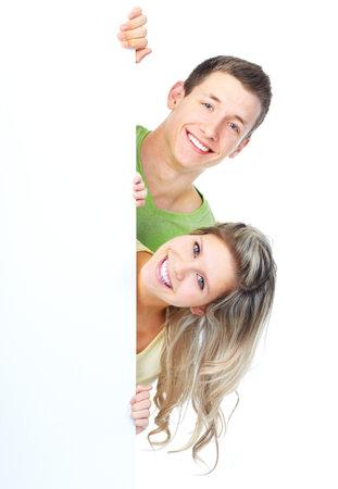 Joven pareja feliz, sosteniendo un plackard blanco  Foto de archivo