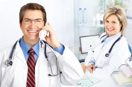 Des médecins travaillant dans le Bureau