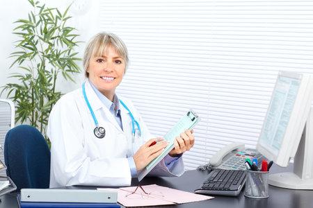 uniformes de oficina: Mujer de doctor en medicina en la Oficina