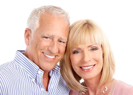 mujeres mayores: Senior pareja de enamorados. Aislados sobre fondo blanco  Foto de archivo