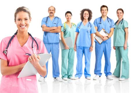 m�decins: Sourire des m�decins st�thoscopes. Isol� sur fond blanc  Banque d'images